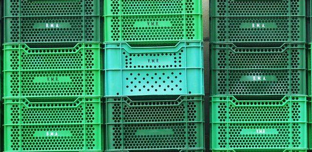 zielone skrzynki plastikowe