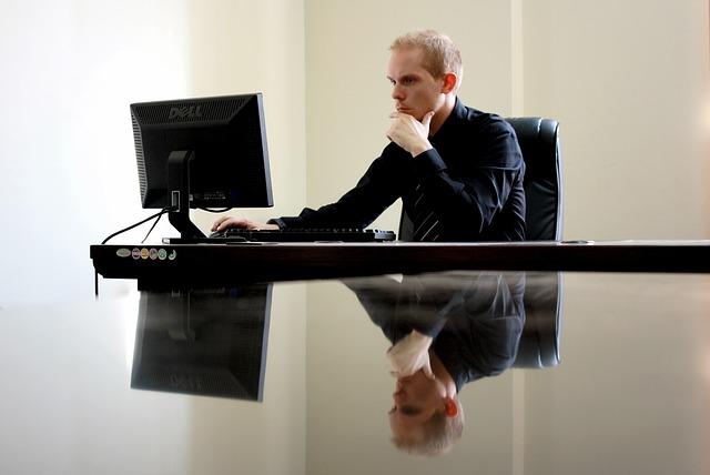 biznesmen przy pracy
