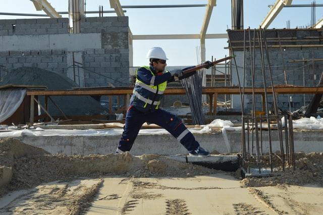 Robotnik na budowie